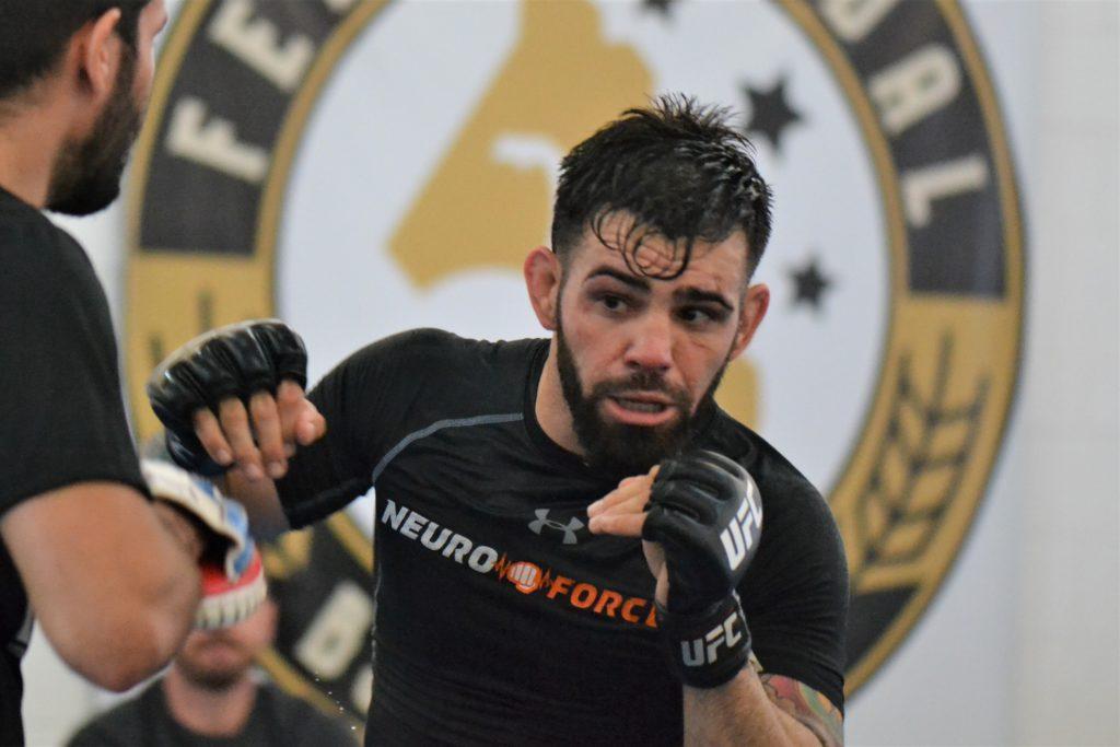 Bruno Bulldoguinho, lutador profissional de MMA